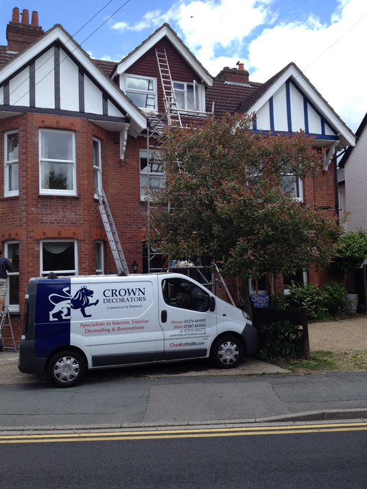 Painter & Decorator Camberley Surrey, Camberley Painter and Decorator, Camberley Decorator, Painting & Decorating Service in Camberley, Surrey. Painter and Decorator in Bagshot, Ascot, Sunningdale, Lightwater, Frimley, Sandhurst, Wokingham, Farnborough